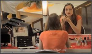 Schauspielerin vor Spiegel